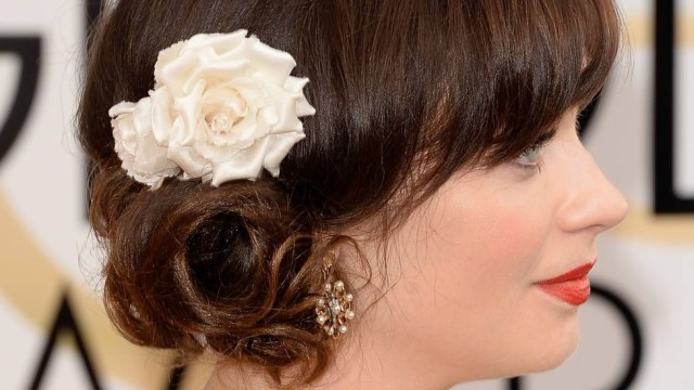 Coque baixo lateral dá o tom dos cabelos no Globo de Ouro